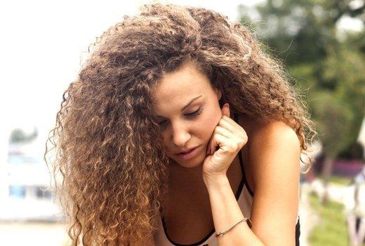 Ухаживаем за вьющимся типом волос правильно