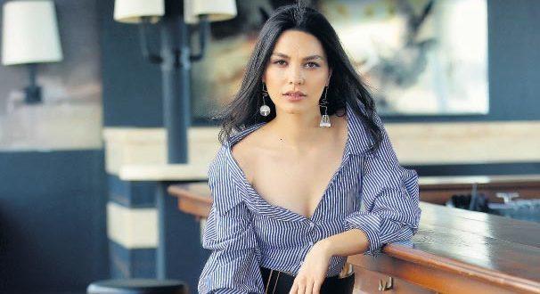 Турецька актриса серіалів Хазал Філіз Кючюккьосе