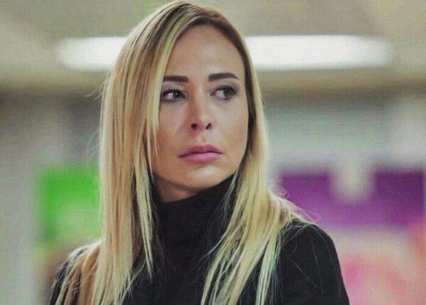 актриса турецких сериалов Аху Сунгур