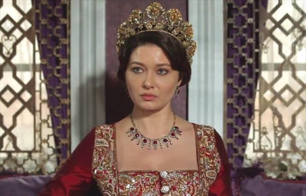 Турецька акторка Нургюль Ешилчай в популярному серіалі Кьосем