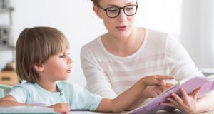 Правила выбора компьютерного стола для ребенка