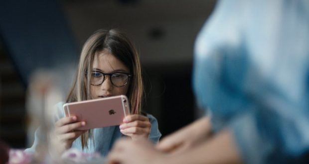 девушки выбирают Apple iPhone